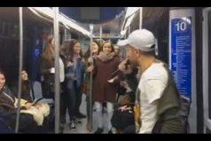 La bicicleta de Carlos Vives y Shakira se 'montó' en un metro y armó la fiesta