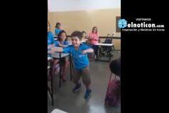 ¡Levántate, David! Niño de seis años camina por primera vez en su vida