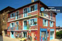 Patrick Commecy, el artista que utiliza las fachadas de las viviendas para hacer obras de arte