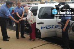 El curioso deseo de esta mujer de 102 años, ser 'arrestada' por la policía