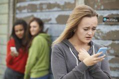 Nada de móvil para menores de 12 años, y sin whatsapp hasta los 16: autoridades explican los peligros