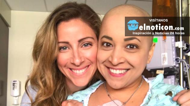 Esta mujer baila durante una sesión de quimioterapia