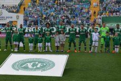 Luto en el fútbol a causa del accidente aéreo donde viajaban los jugadores del equipo Chapecoense de Brasil