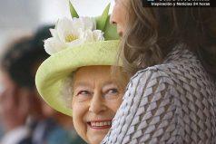 Los trajes de María Clemencia de Santos en su visita a la Reina Isabel II ¡qué elegante!