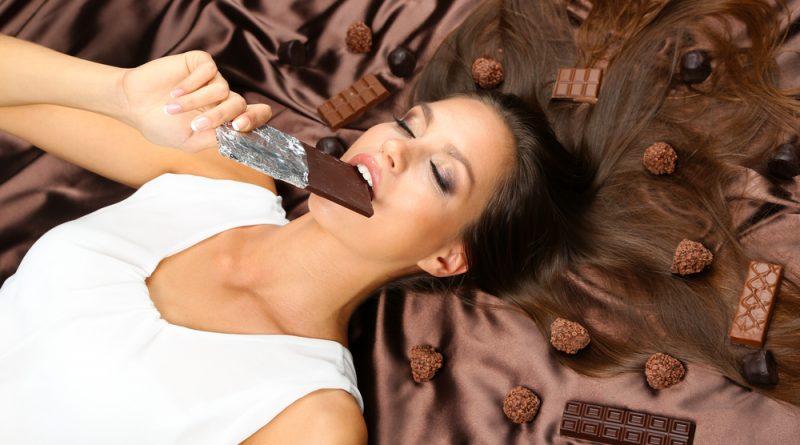 Crean en Suiza un chocolate que ayuda a aliviar los dolores durante el periodo