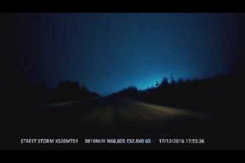 La misteriosa explosión que tiñó de azul la noche de la ciudad rusa de Múrmansk. ¡Sorprendente!