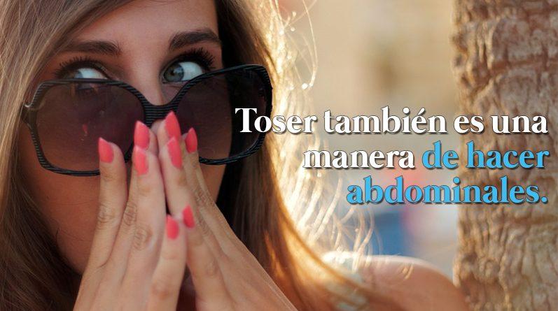 Chica con gafas oscuras tapándose la nariz
