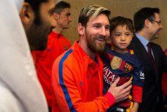 ¡Qué tierno! Murtaza Ahmadi, el niño de la camiseta de 'plástico', conoció a Messi y no se le quiso despegar ni un instante