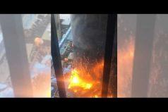 ¡Impactante! Incendio en el centro de Nueva York consume hospital en construcción