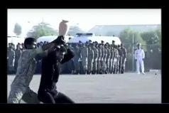 ¡Qué oso! Soldados iraníes hacen una exhibición digna de un acto de comedia, ¡delante de los altos mandos!