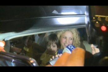 """Shakira, Piqué y sus hijos llegaron a Barranquilla. """"Estamos felices de estar aquí"""". ¡Qué bellos se ven!"""