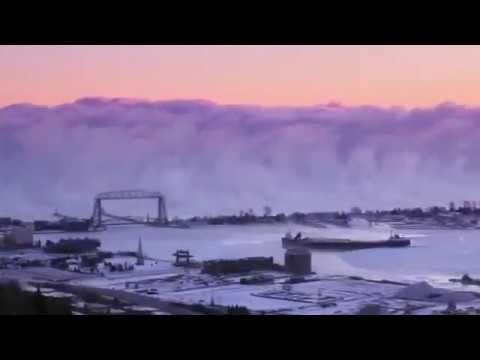 Video-Shows-a-Wall-of-Sea-Smoke-Rolling-Through-Duluth-Harbor