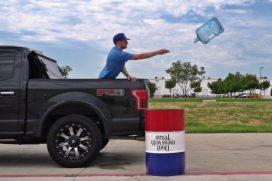 Un video de Dude Perfect con 'Bottle Flip' casi imposibles de hacer… entre los más vistos del año. ¡Superó las 40 millones de reproducciones!