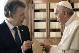 La reunión de Santos y Uribe con el Papa Francisco en el Vaticano