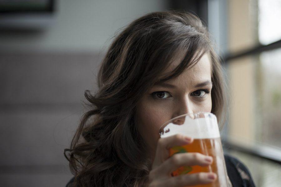 ¿Te gusta la cerveza? 5 beneficios que esta bebida da a tu cabello
