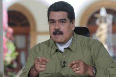 """""""No le hagan cartas a Santa Claus, porque no les llegarán juguetes. Hágansela al Niño Jesús, o en el peor de los casos, a San Nicolás"""": Maduro"""