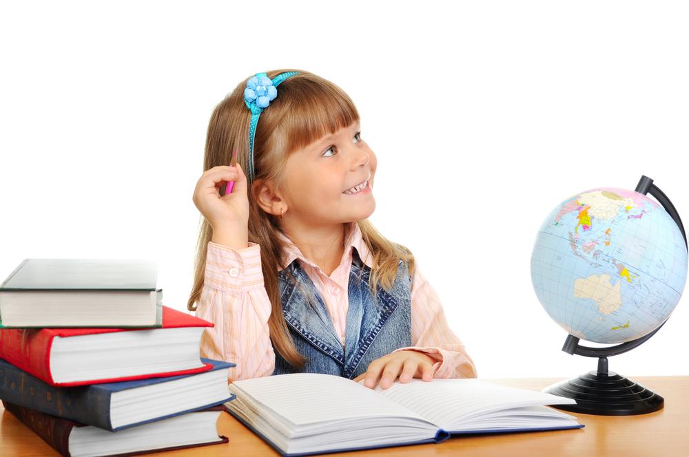 niña-feliz-estudiando
