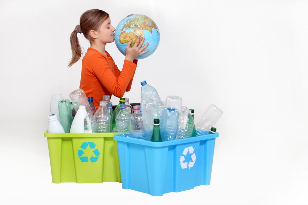 niña-reciclando