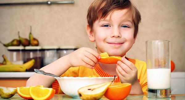 nino-comiendo-saludable
