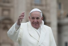 El papa Francisco sale de compras como cualquier persona en Roma