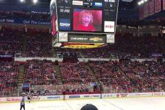 ¡Un partido de hockey inolvidable! Esto pasa cuando eres la estrella del partido sin moverte del asiento
