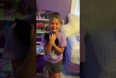¡Qué adorable! La reacción de la pequeña Marley Frost conmueve al descubrir su minino regalo. ¡Te tocará el corazón!