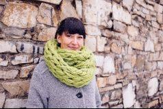 ¡Sí, tejer una bufanda sin usar agujas, es posible!, aprende cómo hacerlo con estos sencillos pasos. ¡Genial!
