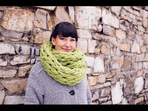 Arm-Knitting-Infinity-Scarf-in-30-Minutes