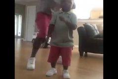 ¡Qué 'flow'! Así le enseña este padre a su hijo el abecedario. ¡Por que la letra con ritmo, entra!