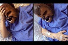 ¡Qué original! Esta mamá usa una mascara de Chewbacca mientras da a luz. ¡Qué la fuerza te acompañe… durante el parto!