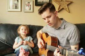 ¡Qué tierno! El dúo que te alegrará el día: padre e hija cantan 'You've Got a Friend In Me', el himno de la amistad de 'Toy Story'