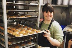 Cansada del rechazo, joven con síndrome de Down creó una exitosa empresa, ¡un lindo ejemplo!