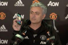 José Mourinho contesta el celular de un periodista en plena rueda de prensa