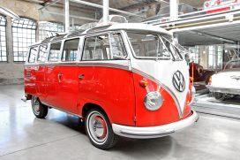 La clásica furgoneta 'hippie' Kombi de Volkswagen de los años 50 se renueva