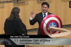 En Estados Unidos un concejal reemplaza la Biblia por el escudo del Capitán América para juramentar su cargo. ¿Fe en los cómics?