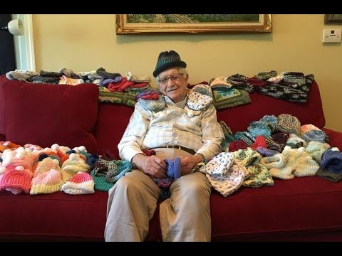 El-abuelo-que-aprendió-a-tejer-para-salvar-a-bebés-prematuros