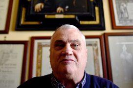 La historia del hombre con más títulos universitarios del mundo, ¡tiene 70 años, es un ejemplo!