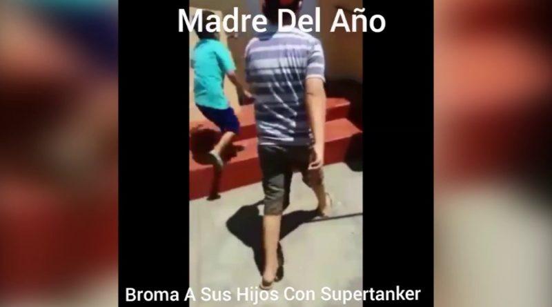 Mamá-juega-broma-con-el-paso-del-SuperTanker