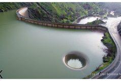 ¡A vista de dron! Te sorprenderá el espectacular 'agujero de la gloria', el desagüe de la presa Monticello (California)