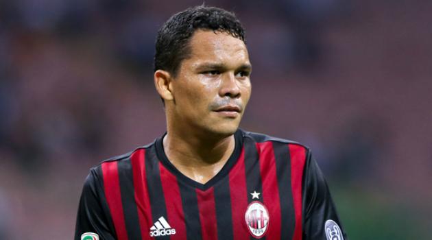 Carlos Bacca y su gran regalo a toda la plantilla del AC Milán