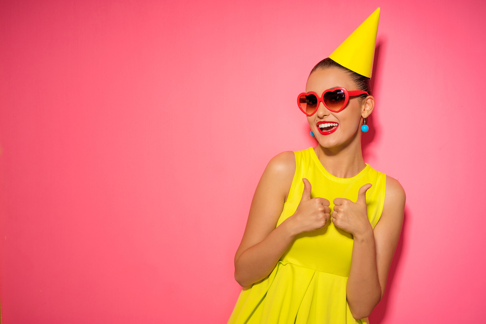 mujer-feliz-fiesta