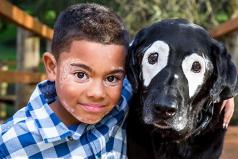 El niño que tiene vitiligo y gracias al mejor amigo del hombre lo superó