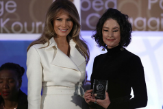 Natalia Ponce recibió el premio internacional a las mujeres valientes de las manos de Melania Trump