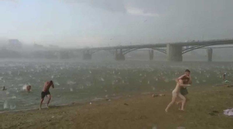 A-sudden-hail-storm-in-Russia-Novosibirsk-12.07.2014-Внезапный-ураган-в-Новосибирске-12.07.2014