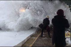 No creerás lo que le ocurrió a estos viajeros mientras esperaban el tren. ¡Quedarás frío… al igual que ellos!