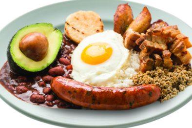 ¡Mmmmmm se llegó la hora de unos deliciosos frijoles🍛el paraíso existe! Mira qué le pasa a nuestro cuerpo cuando los mezclamos con arroz 😋