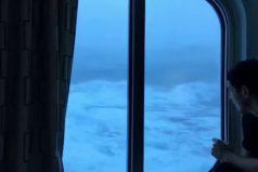¡La leyenda de 'Poseidón' se hace real! Un crucero es impactado por tremendas olas de 10 metros. ¡Qué susto!