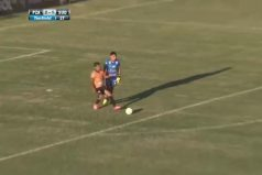 ¡Qué astuto! El incomprensible gol en Uruguay que le da la vuelta al mundo. ¿Qué estaría pensando el arquero?