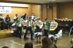 Típico: visitas Japón y te emocionas viendo tres parejas bailando waylarsh wanka, un baile típico… ¡Del Perú!