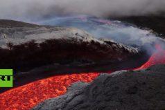 ¡Terroríficamente hermosos! Los ríos de lava del volcán Etna… ¡Vistos desde un dron!